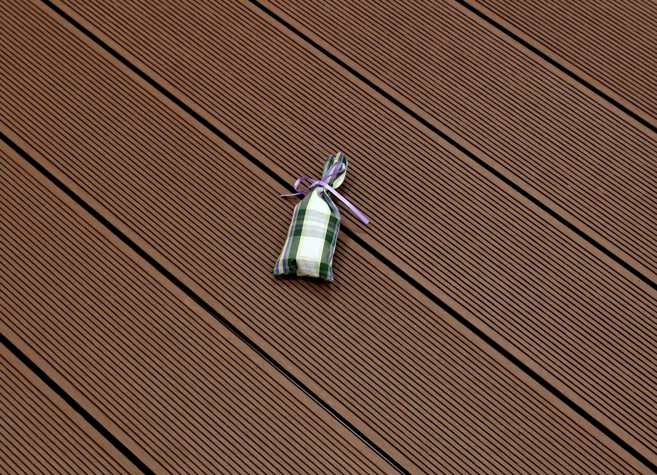 WPC Terrasse massiv, dunkelbraun, Oberfläche fein gerillt, 22 x 143 bis 4800 mm, Vollprofil, 7,90 €/lfm
