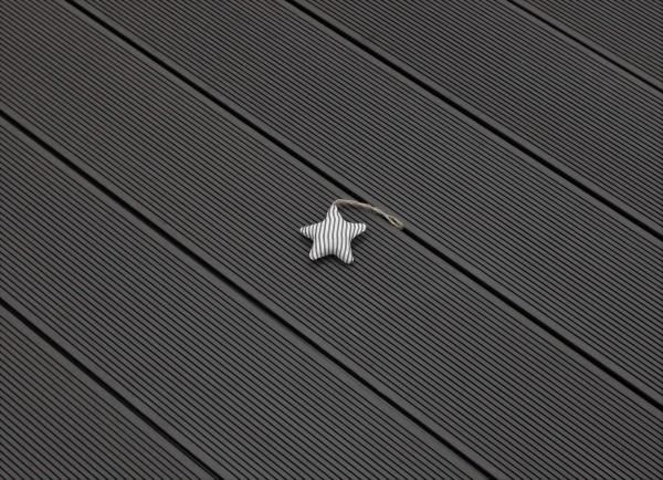 WPC Terrasse massiv, dunkelgrau, Oberfläche fein gerillt, 22 x 143 bis 4800 mm, Vollprofil, 7,90 €/lfm