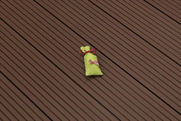 WPC Terrasse massiv, dunkelbraun, Oberfläche grob genutet, 22 x 143 bis 4800 mm, Vollprofil, 7,90 €/lfm