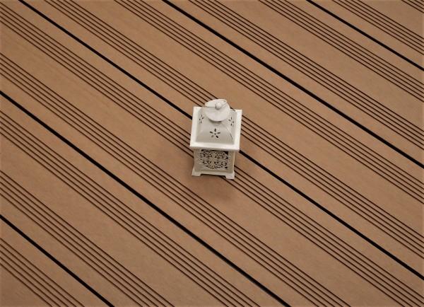 WPC Terrasse massiv, hellbraun, Oberfläche mit französischem Profil, 22 x 143 bis 4800 mm, Vollprofil, 7,95 €/lfm