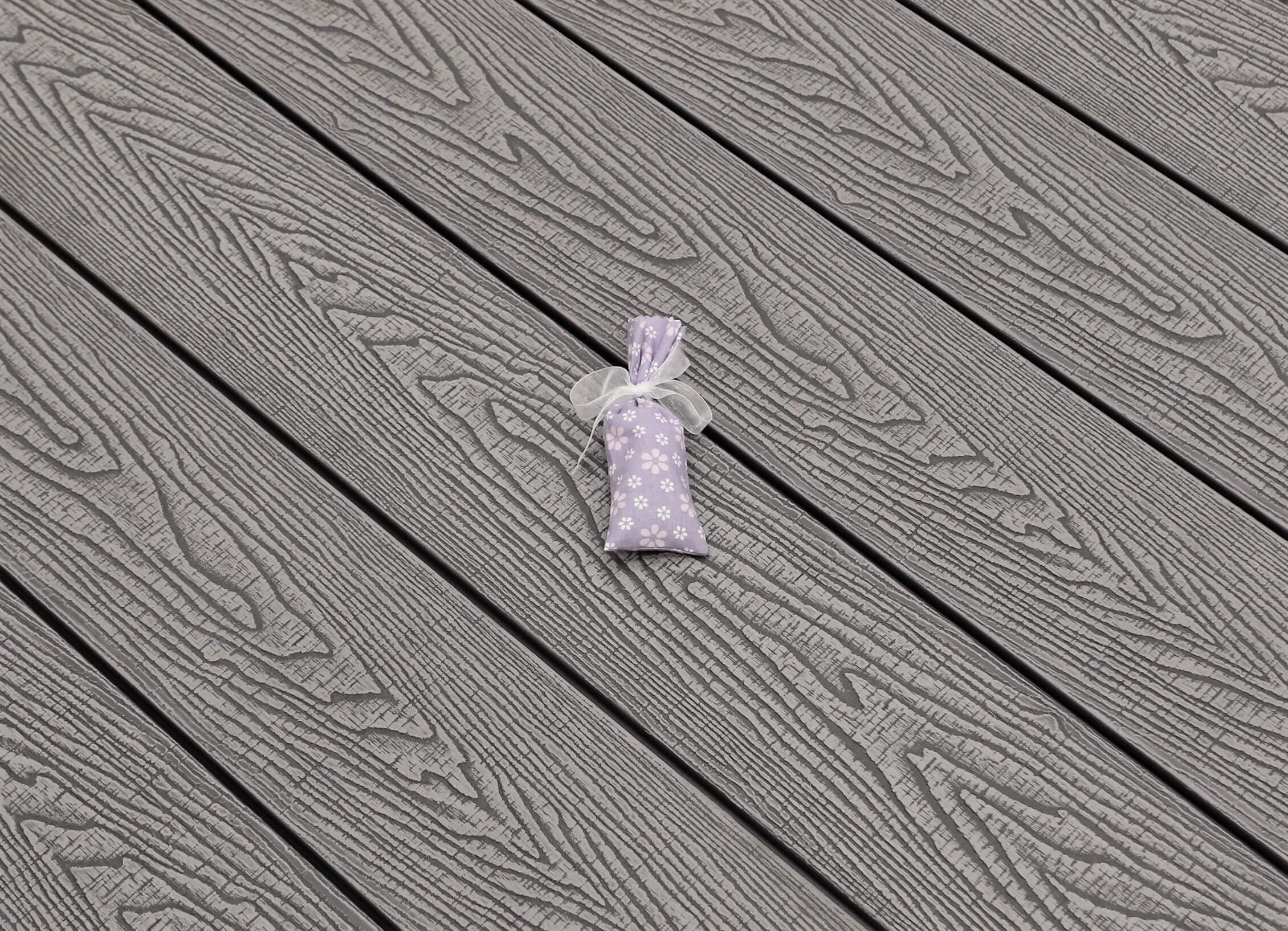 WPC Terrasse massiv, hellgrau, Oberfläche mit Struktur in Holzoptik sägerau, 22 x 143 bis 4800 mm, Vollprofil, 7,95 €/lfm