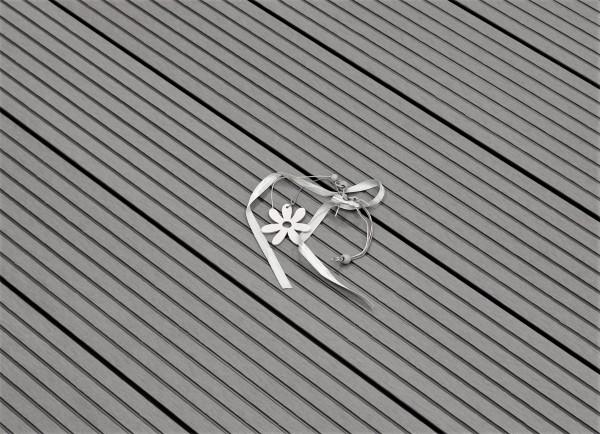 WPC Terrasse massiv, hellgrau, Oberfläche grob genutet, 22 x 143 bis 4800 mm, Vollprofil, 7,90 €/lfm