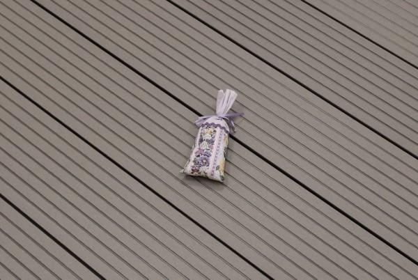 WPC Terrasse Hohlkammer, hellgrau, Oberfläche grob genutet, 22 x 146 bis 4800 mm 5,30 €/lfm